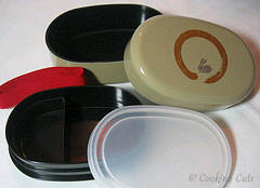 components of oval usagi bento box