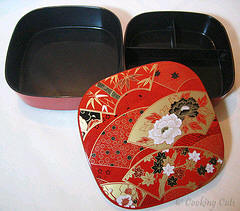 layers of 2-tier large square bento box